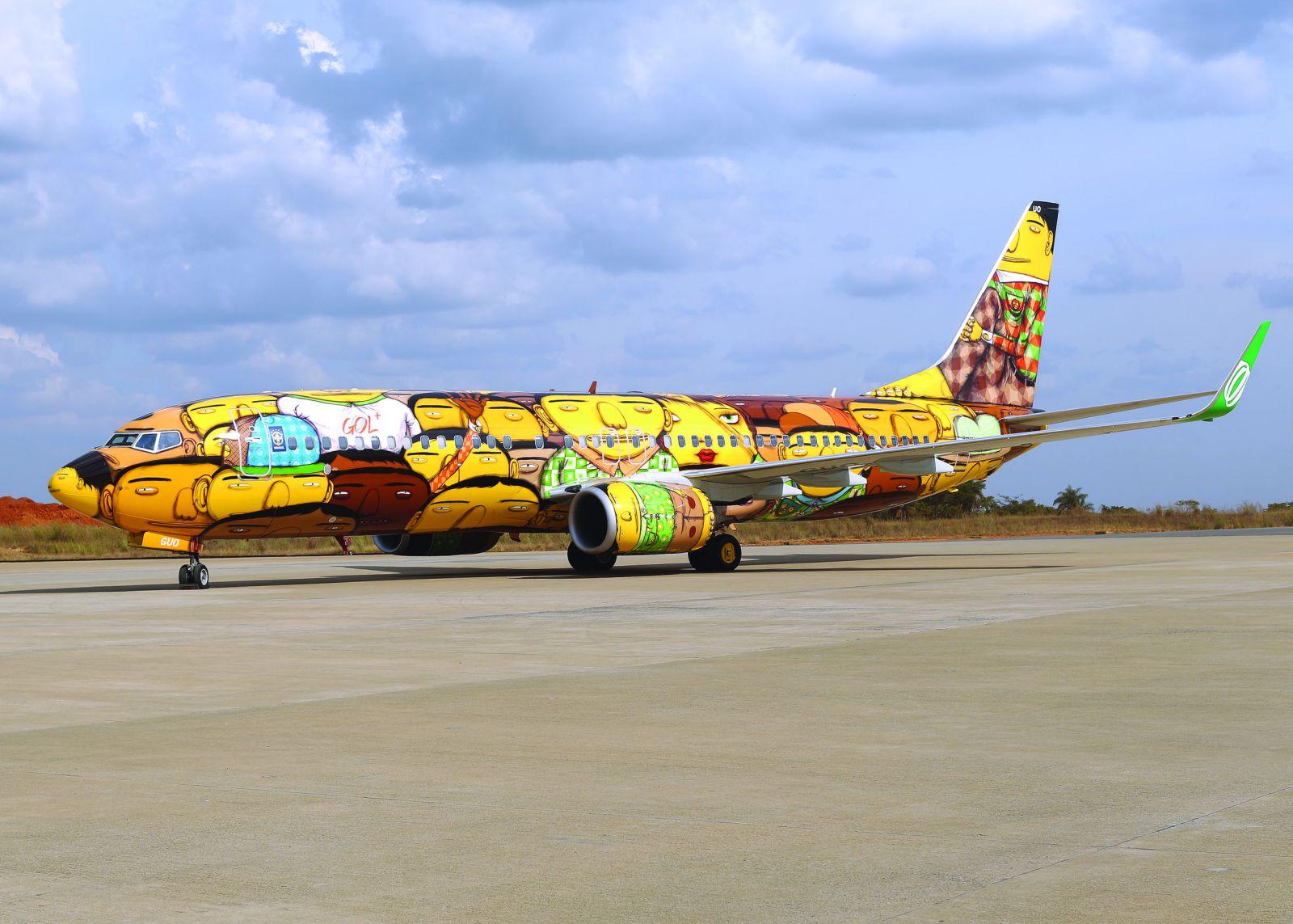 os gemeos graffiti aviao brasil selecao brasileira copa do mundo 2014 (1)
