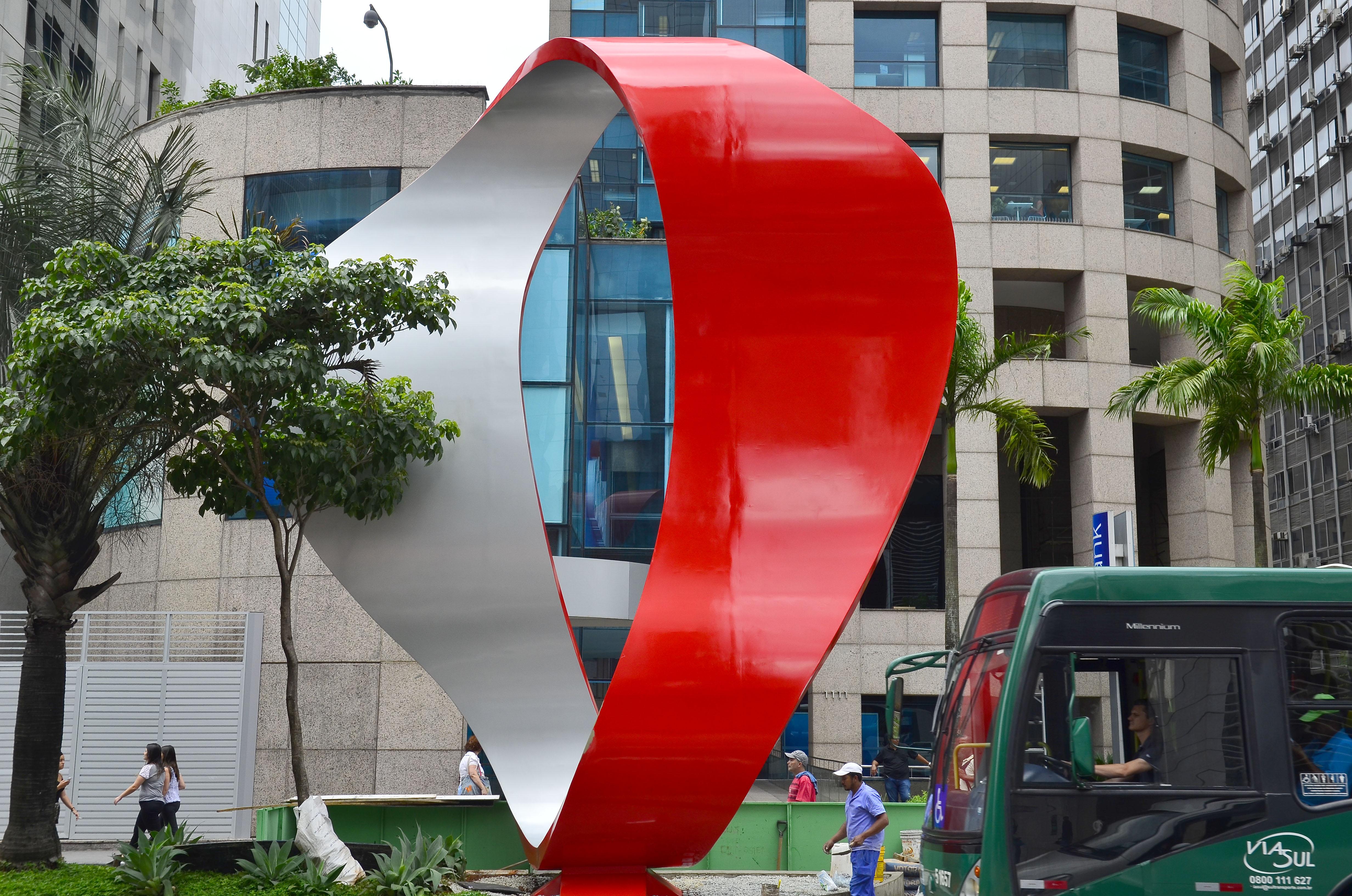 Escultura Tomie Ohtake Avenida Paulista