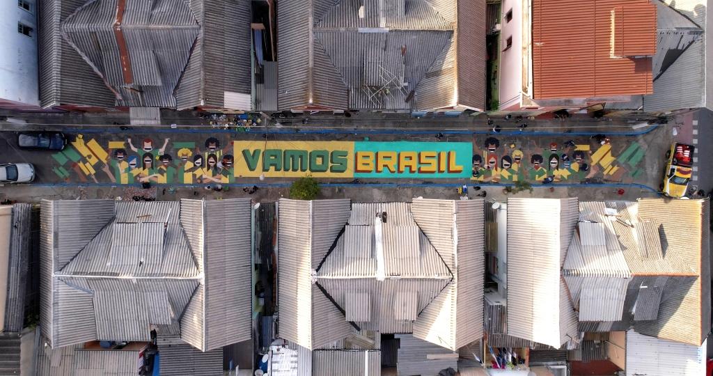dionisio.ag coral pinta brasil mullenlowe copa do mundo pintura de rua (4)