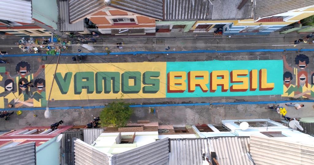 dionisio.ag coral pinta brasil mullenlowe copa do mundo pintura de rua (5)