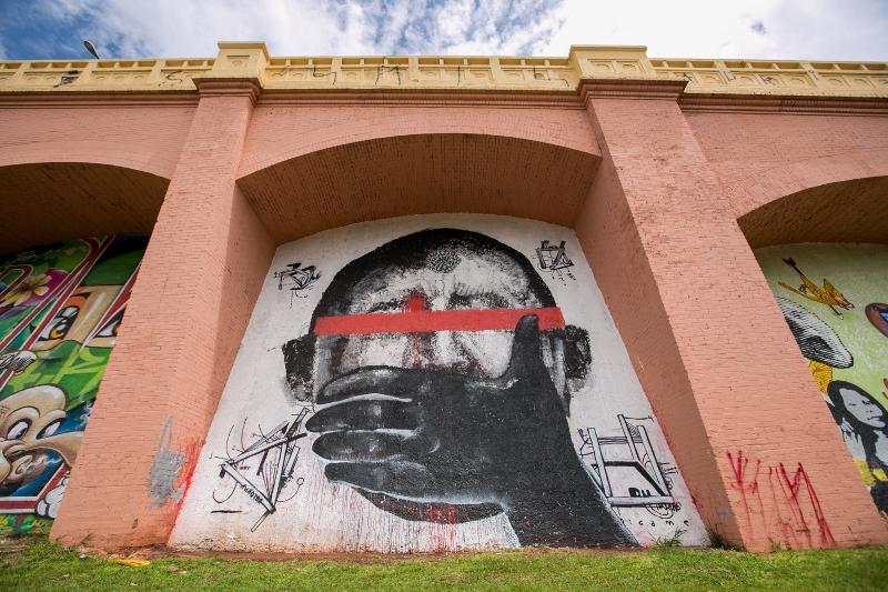rafael hayashi pintura oleo graffiti hugo chavez sp arco polemica (3)