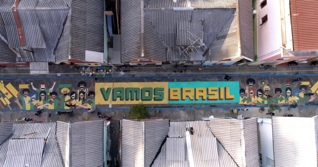 dionisio.ag coral pinta brasil mullenlowe copa do mundo pintura de rua (3)