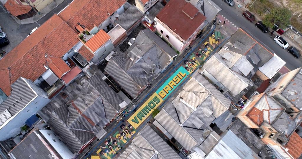 dionisio.ag coral pinta brasil mullenlowe copa do mundo pintura de rua (6)